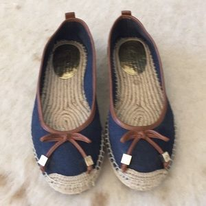 Michael Kora canvas shoes it's either a 6 or 6.5